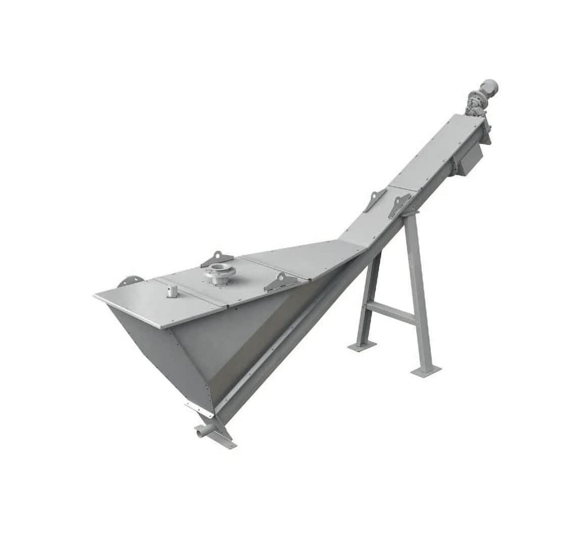 EQUIP GRIT est utilisé pour éliminer les particules contenues dans l'eau. Le séparateur est constitué d'un convoyeur à vis muni d'une grande trémie de sédimentation, comprenant une bride d'entrée et de sortie. Les effluents traversent la trémie, conçue spécifiquement pour permettre le processus de sédimentation. L'eau est déversée dans la trémie par la bride d'entrée. Par sédimentation le sable tombe sur le fond pour être extrait par la vis d'Archimède mise en rotation à faible vitesse afin d'éviter les turbulences et augmenter l'efficacité de ramassage. L'auge de la vis d'extraction est protégée par un revêtement en PEHD résistant à l'usure.