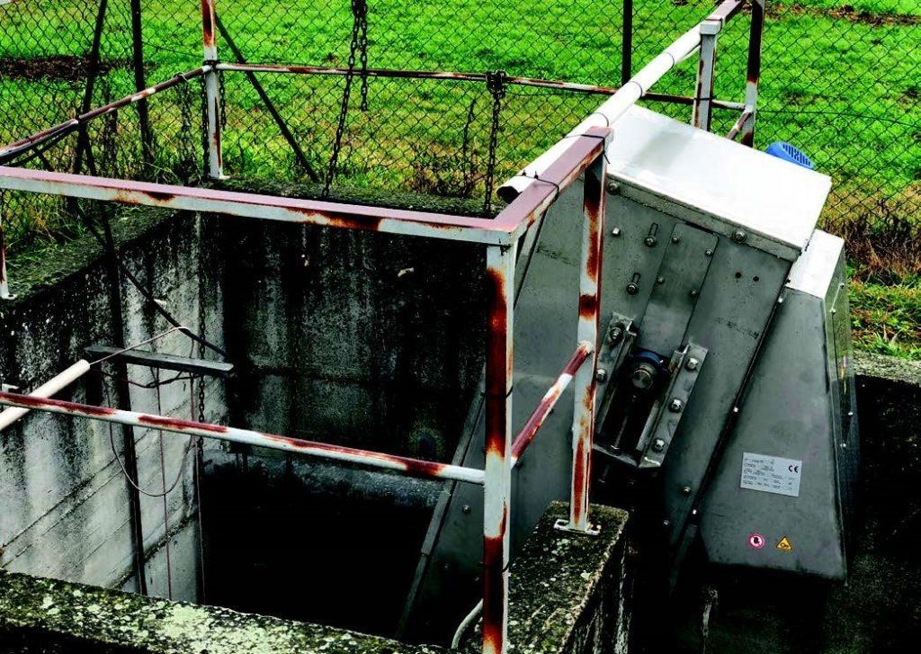 dégrilleur incliné dans poste de relevage equipwater