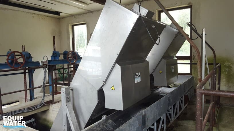 Discharge of the screenings from step screens on a belt conveyor